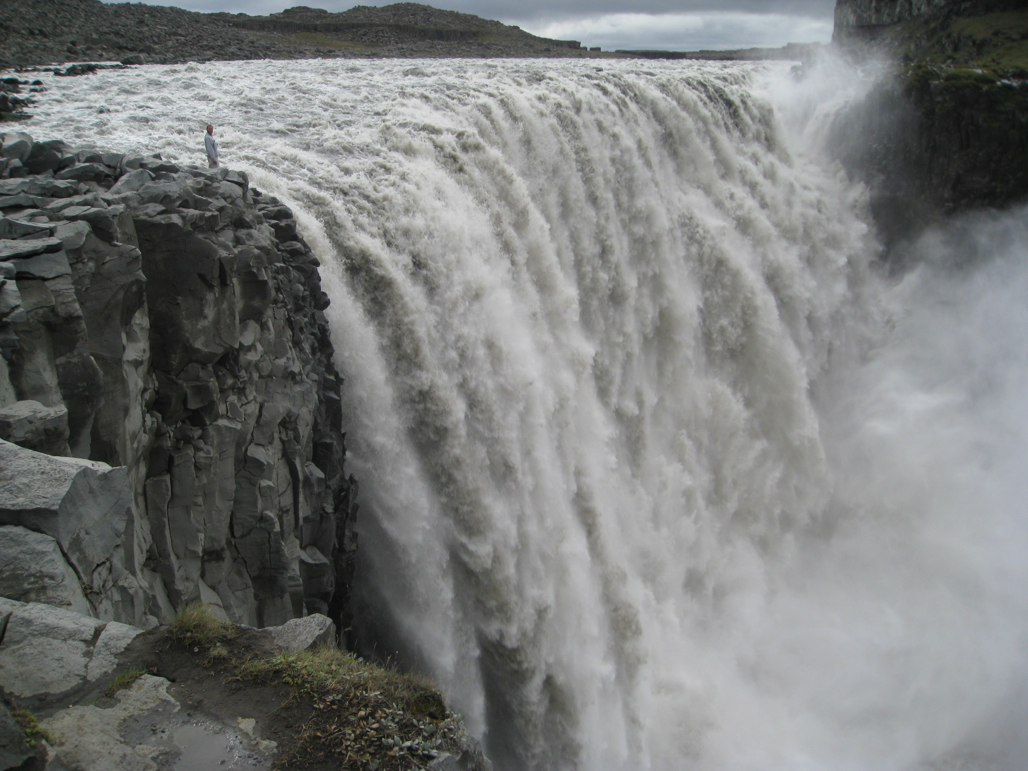 powerful-dettifoss-waterfall